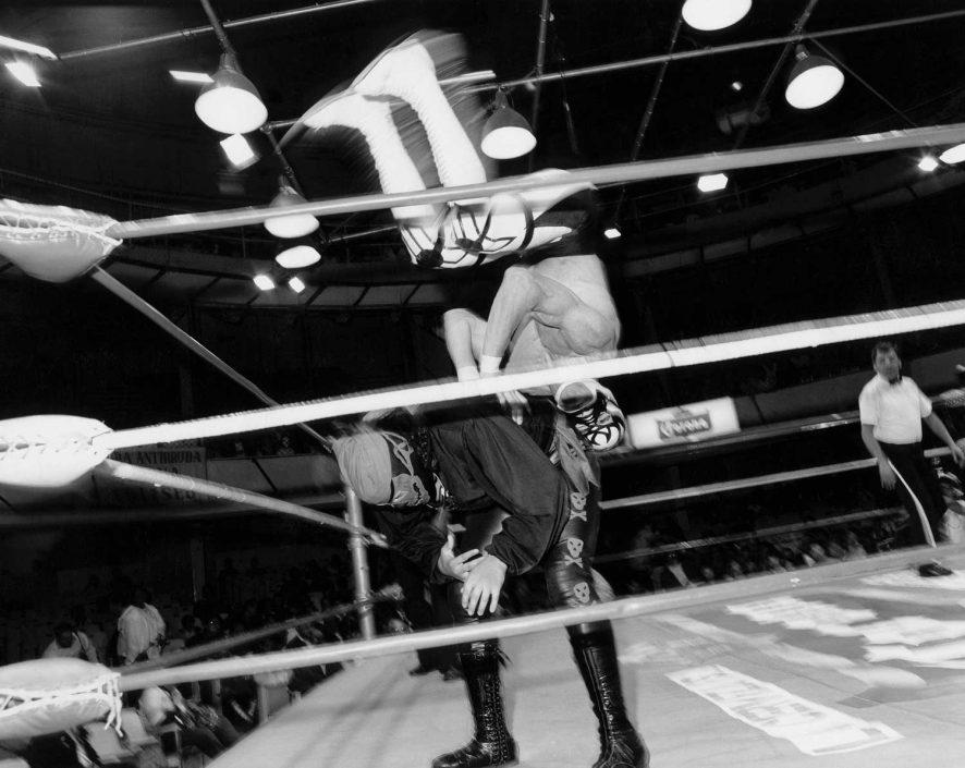 Zwart-wit foto van la lucha libre, het gevecht