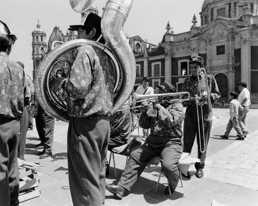 Zwart-wit foto van Koperblazers op de Zocalo in Mexico Stad