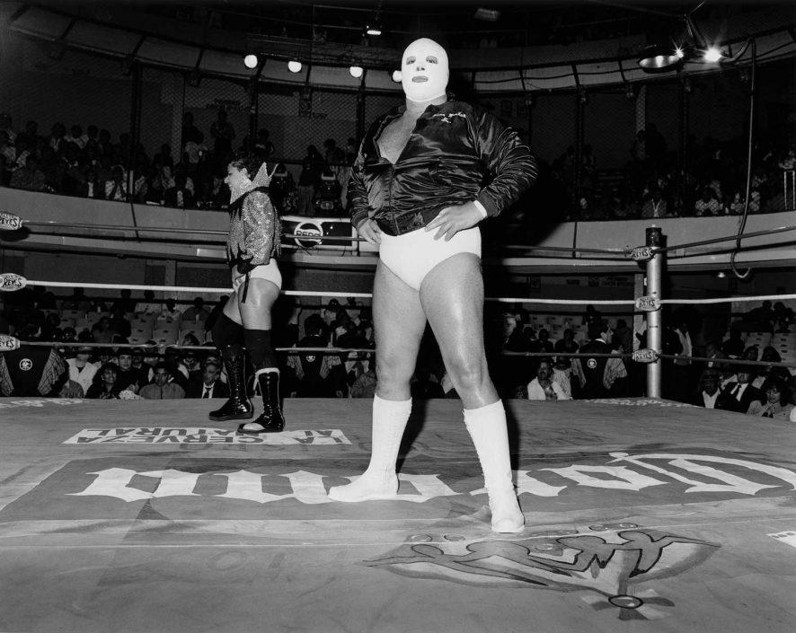 Zwart-wit foto van la lucha libre, voor het gevecht