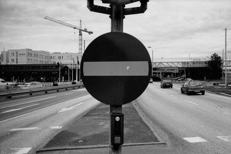 Zwart-wit van een verkeersbord