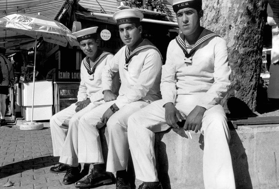 Zwart-wit foto van drie marinekadetten