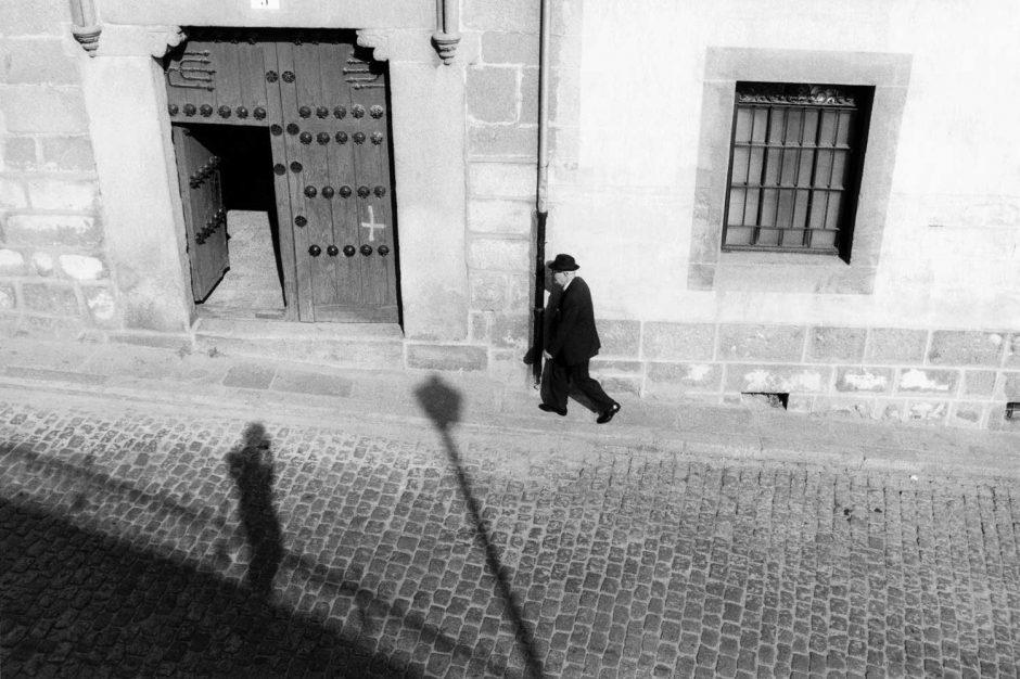 Zwart-wit foto van een zelfportret met oudere man
