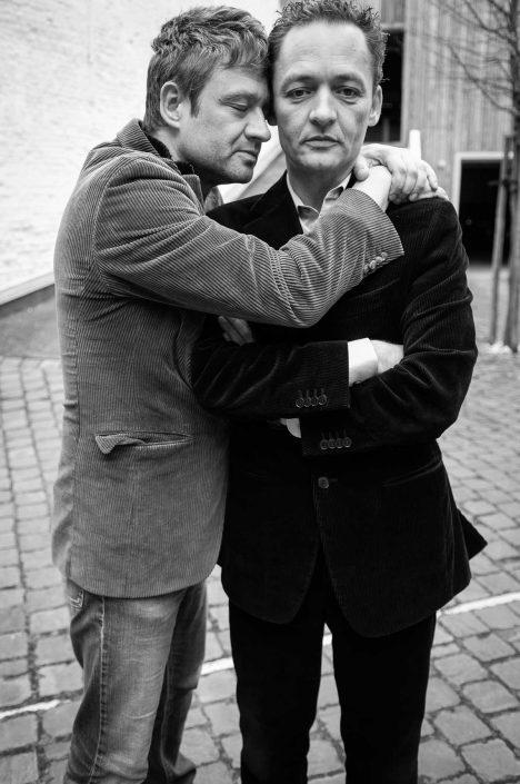 Zwart-wit foto van Bart en Stijn Peeters