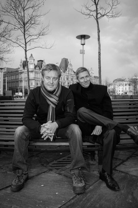 Zwart-wit foto van Frank en Jan Raes