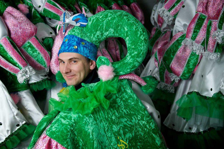 Kleurportret van Bart Beeckman in de voorbereiding van de de carnavalsstoet in Aalst